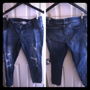 Maternity Distressed Cropped Jeans